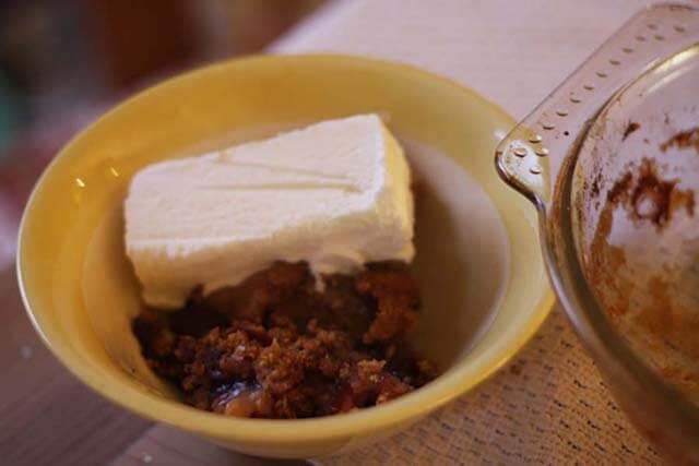 Apple Blueberry Crumble Pudding Recipe add ice-cream