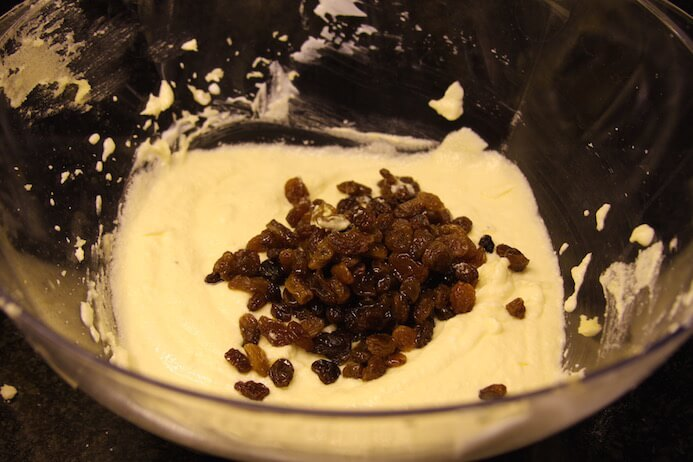Mix in the cooled sultanas.