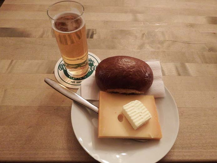 Cologne City Guide things to eat traditional food Halve hann in Hausbrauerei Päffgen