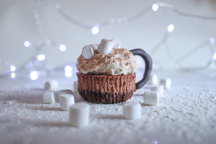 Hot chocolate mini cheesecake recipe. These cheesecake bites look like cups of hot chocolate topped with marshmallow and chocolate power.