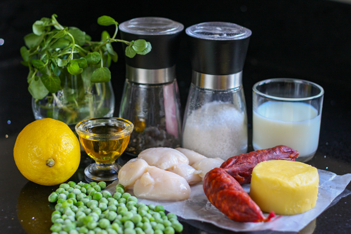 Seared scallops with chorizo and pea purée recipe. The ingredients.